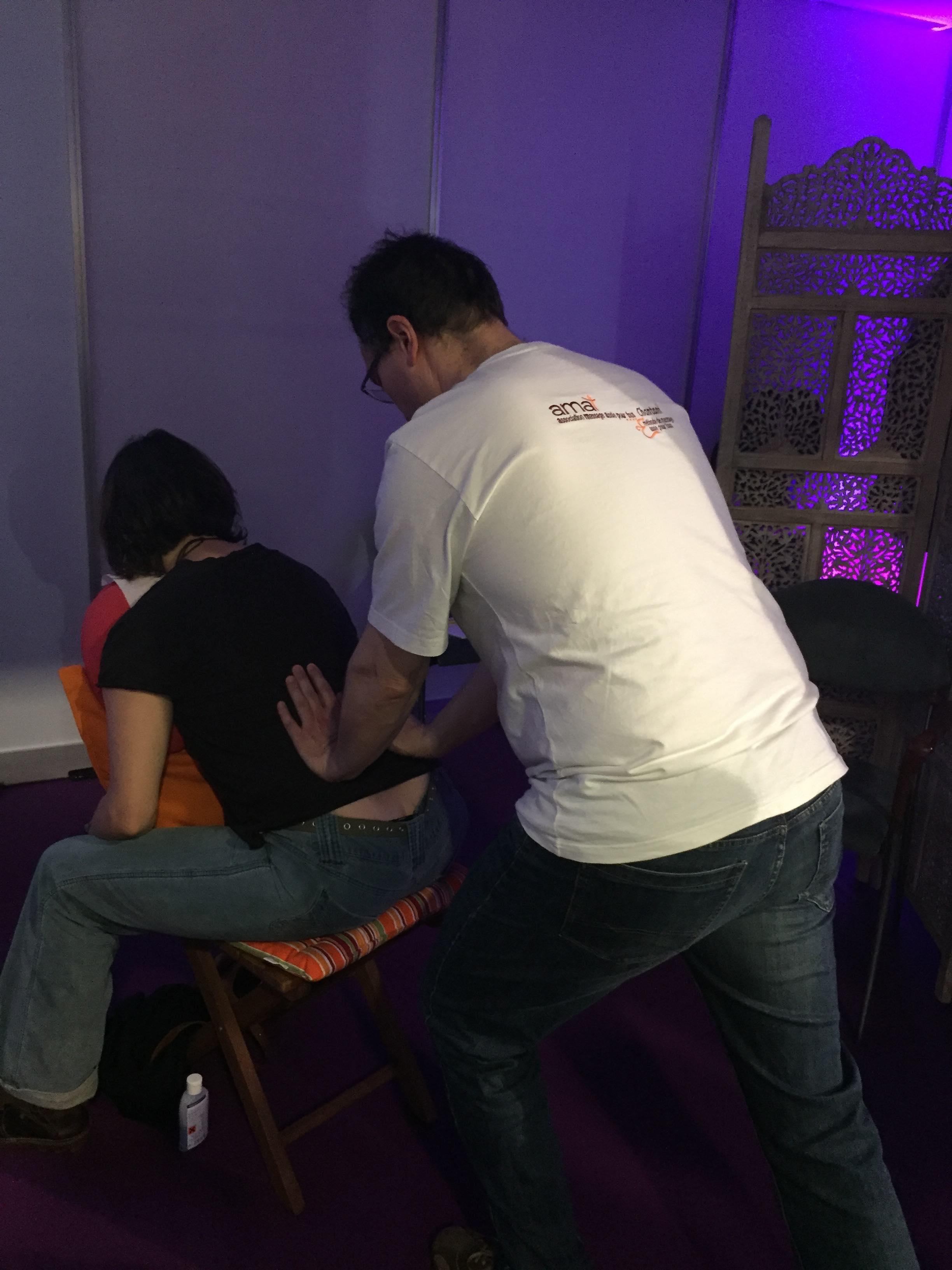 Cours de Massage sur chaise conventionnelle - Méthode Chantani à Genève www.notrebien-etre.ch